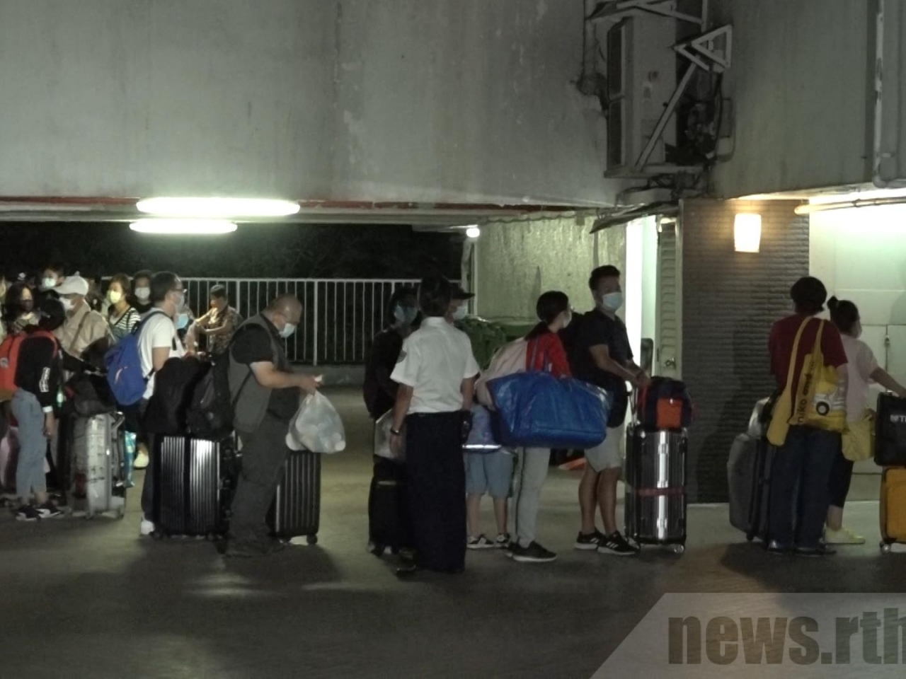 Residents of Block R at Allway Gardens return home after authorities released them from quarantine early. File photo: RTHK