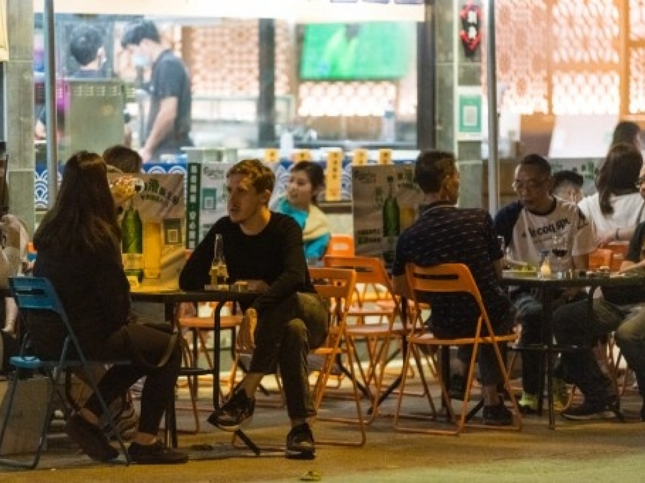 Bar owners say the government could also amend their opening hours to complement those of restaurants. Photo: AFP