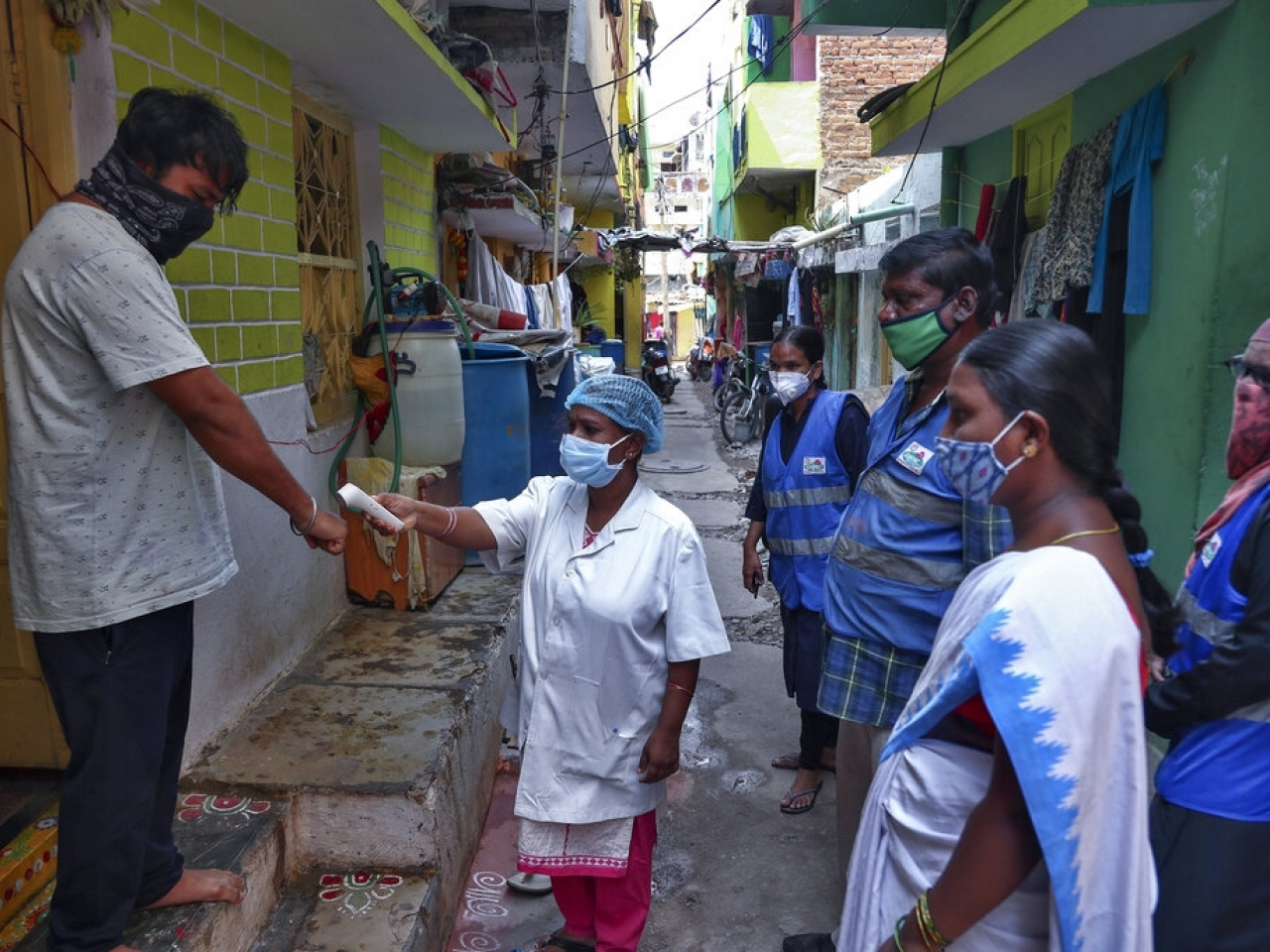 India on Saturday reported another 257,000 cases and 4,194 deaths in 24 hours, taking its total to 26.2 million infections and 295,525 deaths. Photo: AP