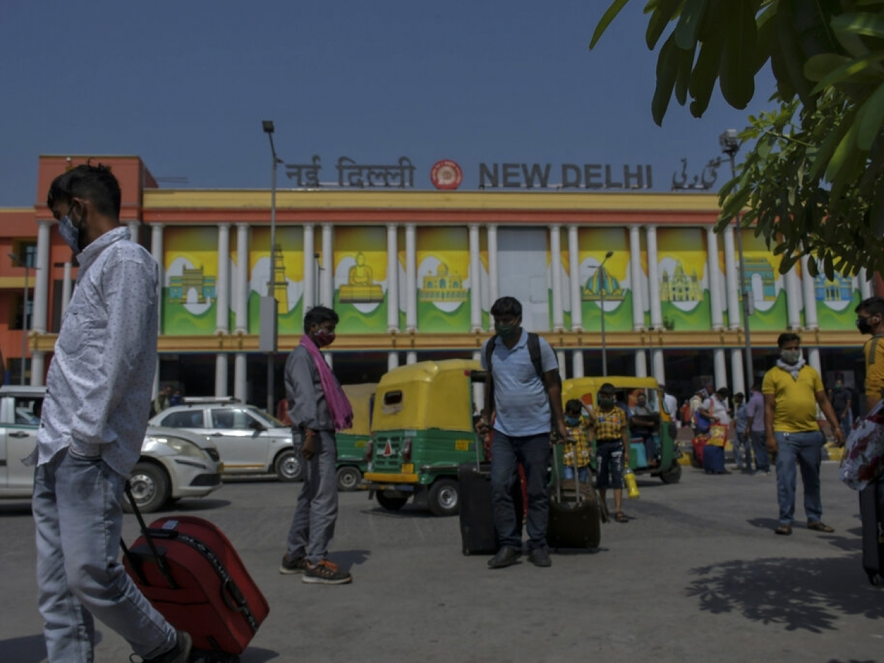 India's capital allowed businesses and shops to reopen with limited hours and the Delhi Metro also resumed operations at 50 percent capacity. Photo: AP