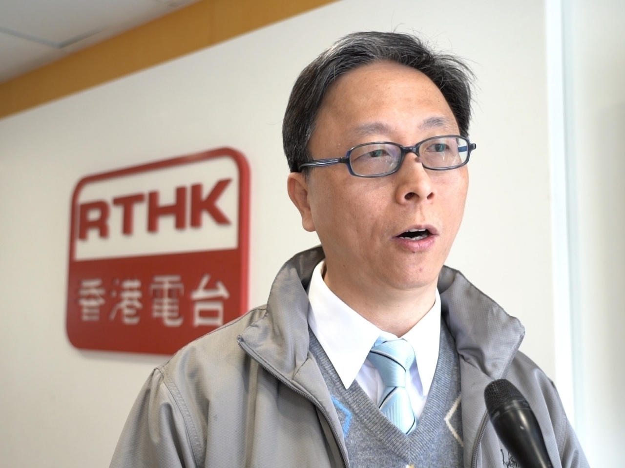 Leading microbiologist Ho Pak-leung says many unvaccinated young people in the UK are infected with the Delta variant of Covid-19 recently. File Photo: RTHK