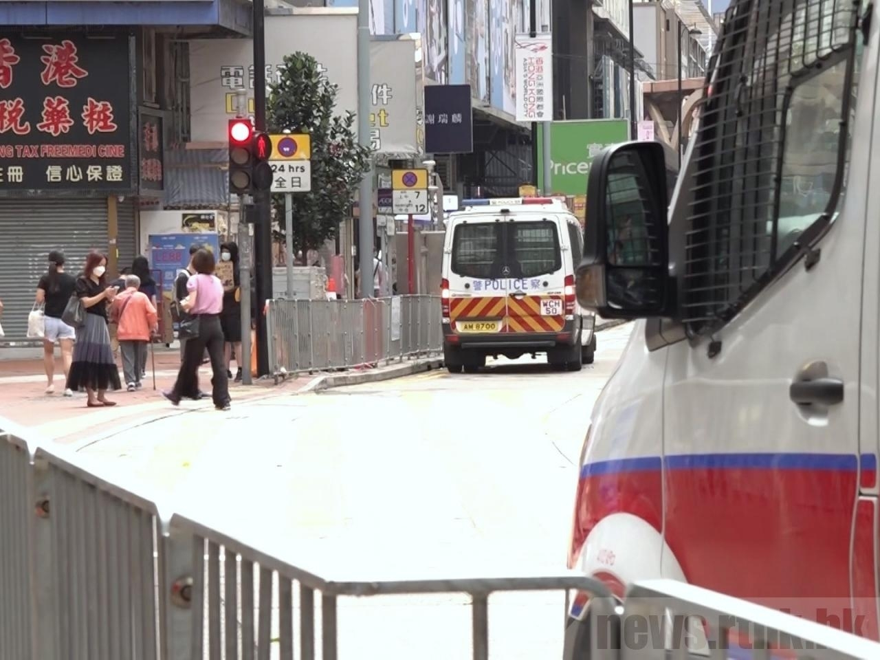 Police are on standby outside the Sogo department store in Causeway Bay where a man allegedly stabbed an officer and killed himself. Photo: RTHK