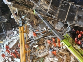 More rescued from rubble of China hotel collapse