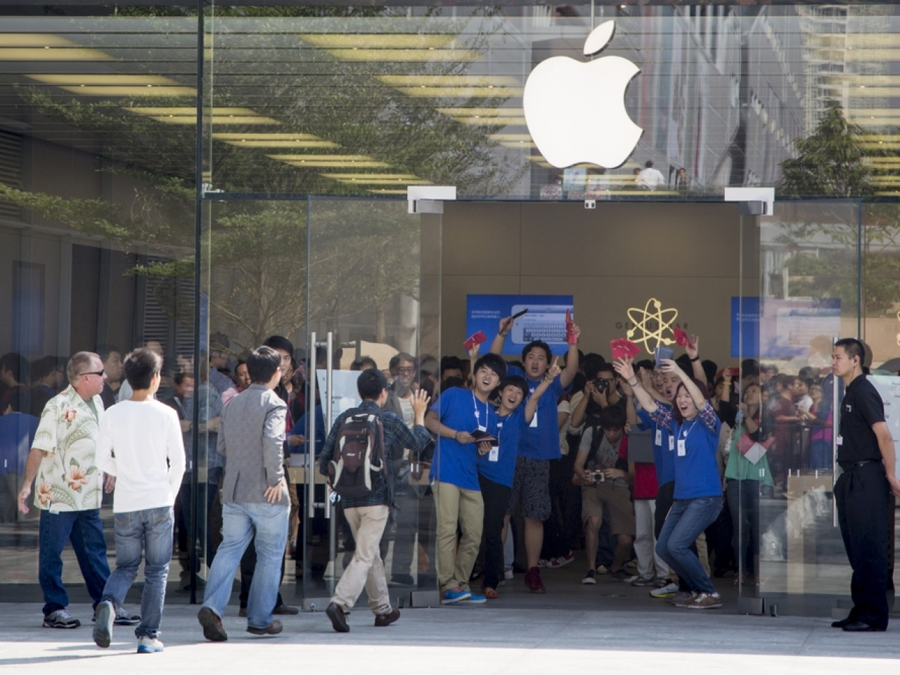 Shoppers crowd into an Apple store in Shenzhen. The US tech company said China sales grew 58 percent in the just-ended third quarter. File image: Shutterstock