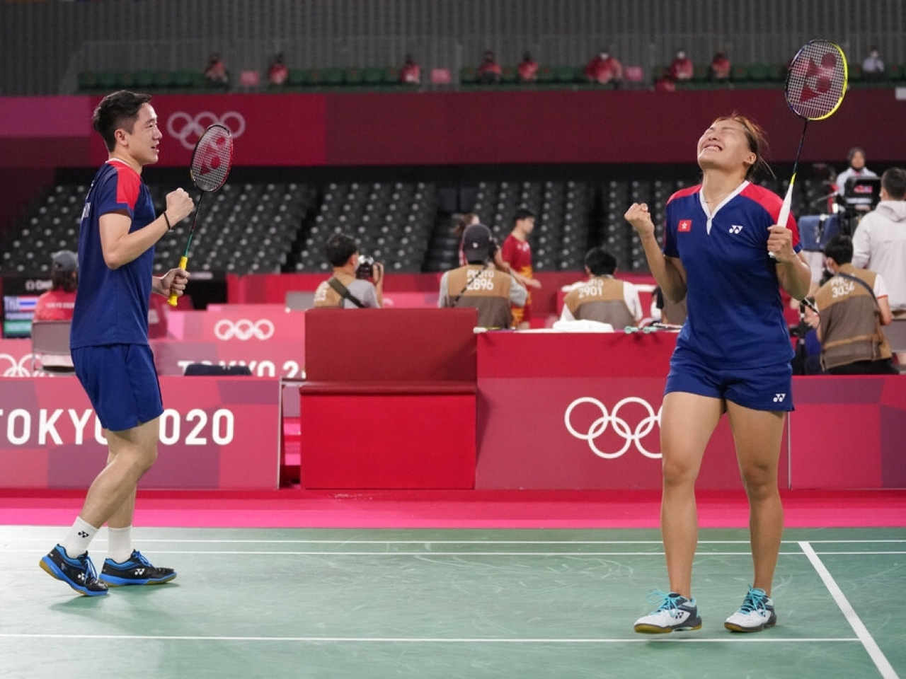 Tse Ying-suet and Tang Chun-man celebrate after winning their mixed doubles quarterfinal badminton match against Britain's Marcus Ellis and Lauren Smith. Photo: AFP