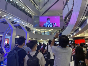Police investigate anthem booing at mall
