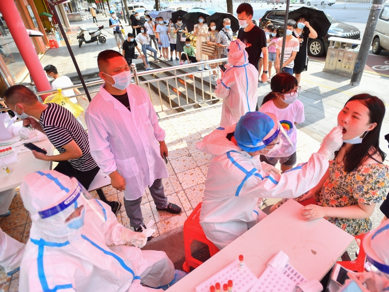 Mainland officials have stepped up testing in view of a surge in Covid-19 cases. Photo: Xinhua