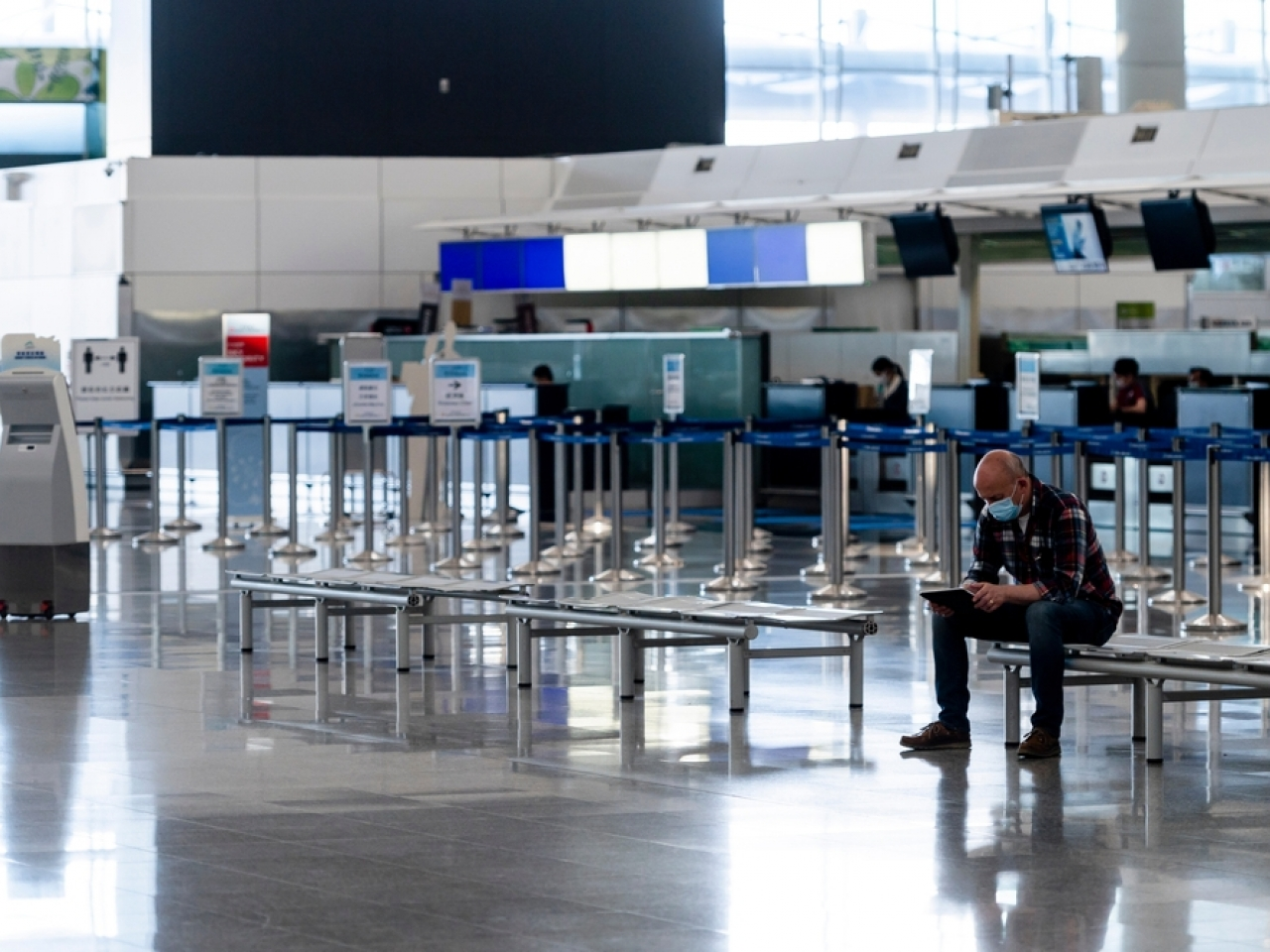The Centre for Health Protection says people, including those fully inoculated, should continue to avoid non-essential travel. File image: Shutterstock