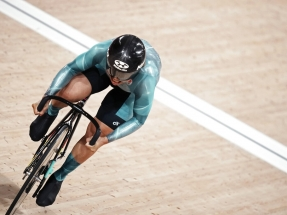 Sarah Lee leaves it late to advance in women's sprint