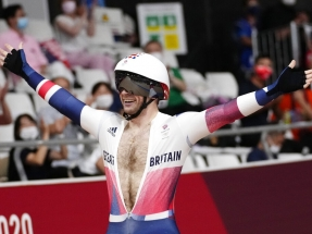 Britain's Jason Kenny makes history with keirin gold