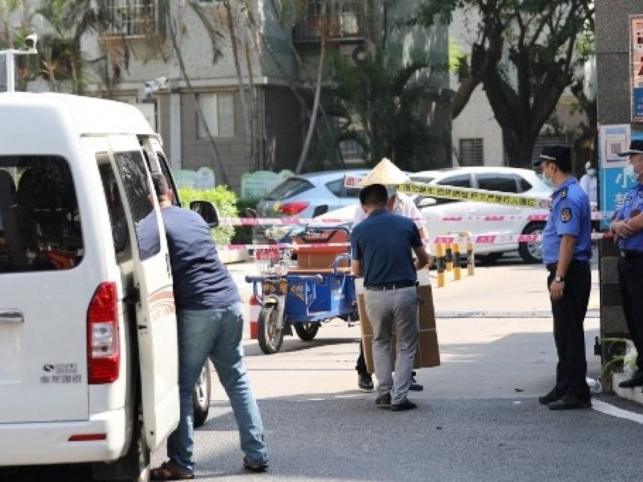 Residents transfer daily necessities at a residential area under tight restrictions due to cases of the Covid-19 virus in Xiamen. Photo: AFP