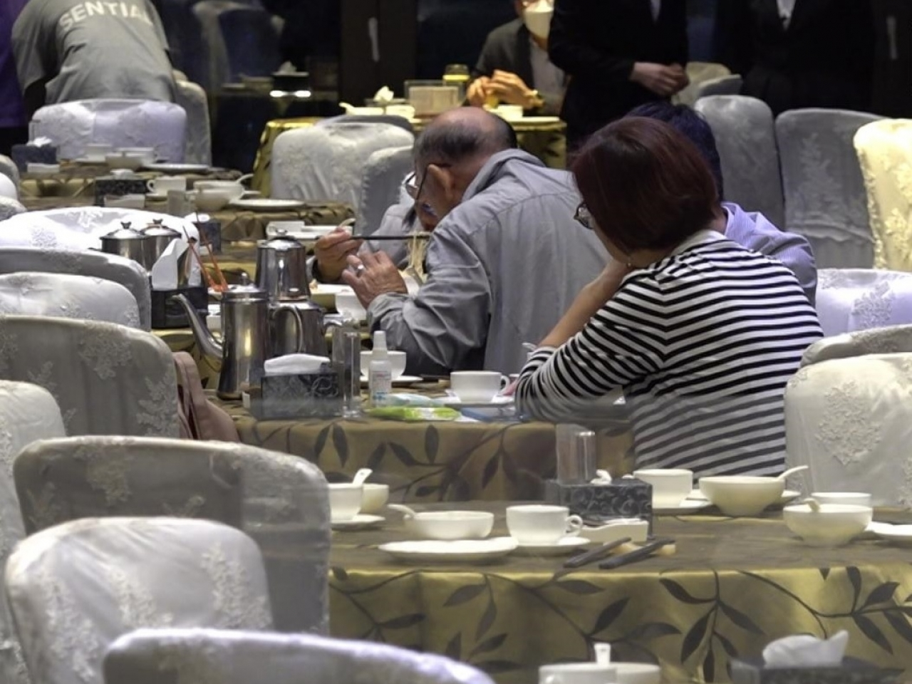 Up to 240 people can join banquets from Thursday as long as most are jabbed and all staff are vaccinated. Photo: RTHK