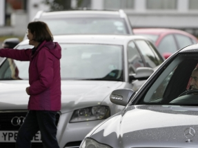 UK sends out troops to rescue fuel-starved motorists