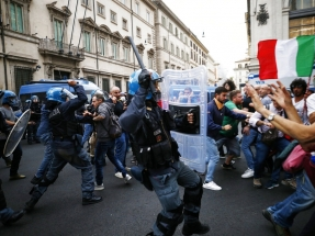 Thousands protest in Rome over Covid passes