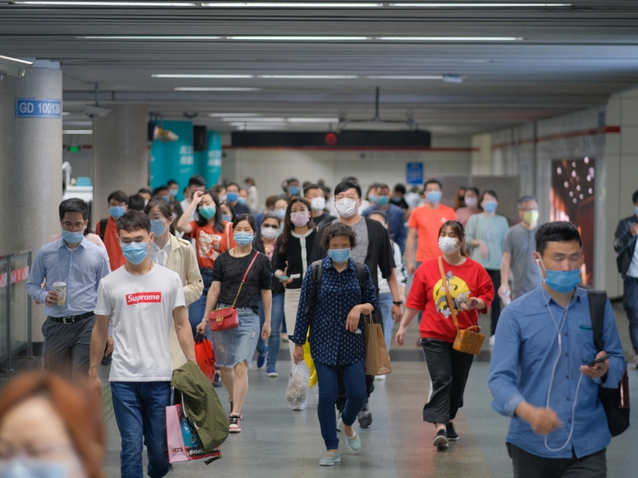 Commuters in Shanghai wear masks as a precaution against Covid-19. File photo: Shutterstock