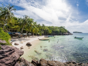 Vietnam to reopen island to vaccinated tourists